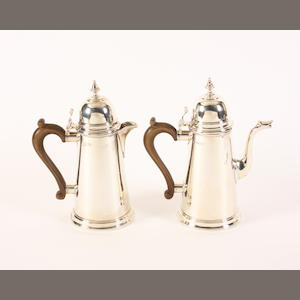 A silver Georgian style coffee pot and matching hot water pot By Wakeley & Wheeler, London, 1945-47,  (2)