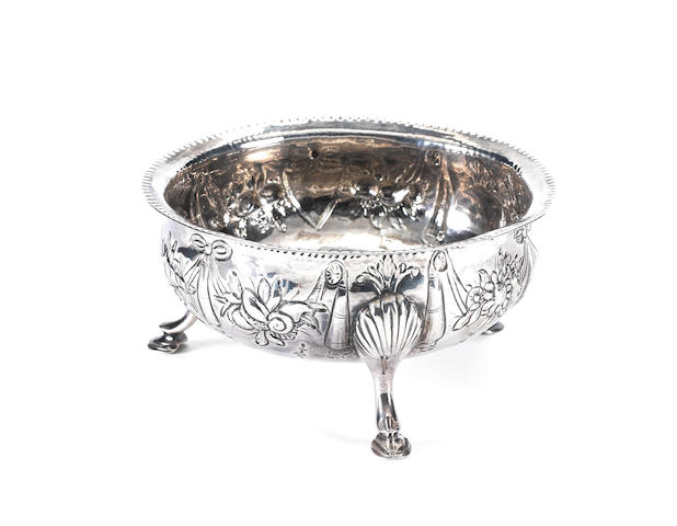 A George III Irish provincial silver sugar bowl, by John Warner, Cork circa 1780,