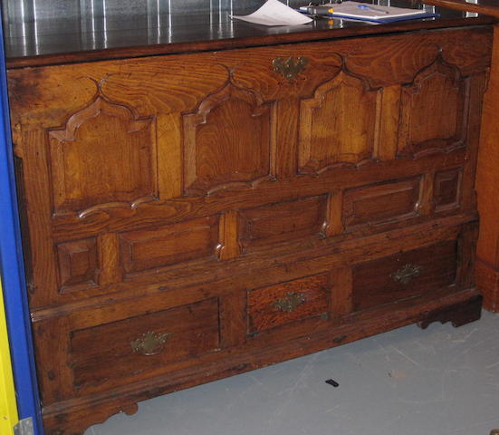 A late 18th Century Welsh oak mule chest