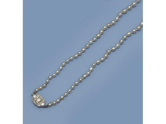 A single row graduated pearl necklace
