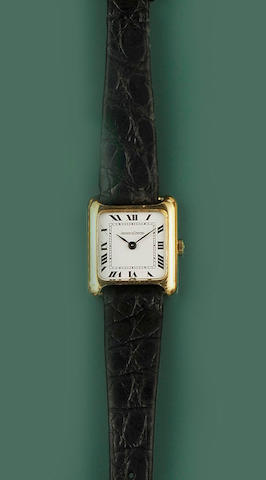 Jaeger Le Coultre: A lady's wristwatch