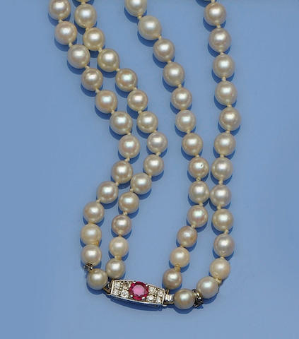 A double strand cultured pearl necklace