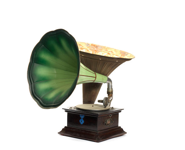A Perophone horn gramophone, circa 1914 and later,