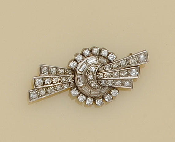An Art Deco diamond brooch