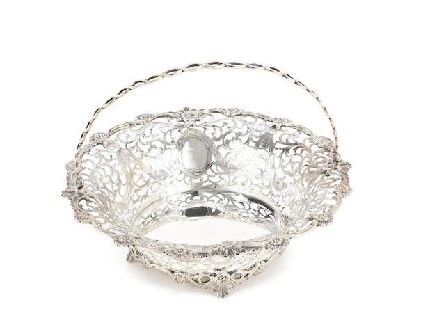 An Edwardian silver swing-handle basket, by C. S. Harris & Sons Ltd, London 1907,