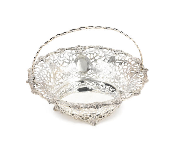 An Edwardian silver swing-handle basket, by C.S Harris & Sons Ltd, London 1907,