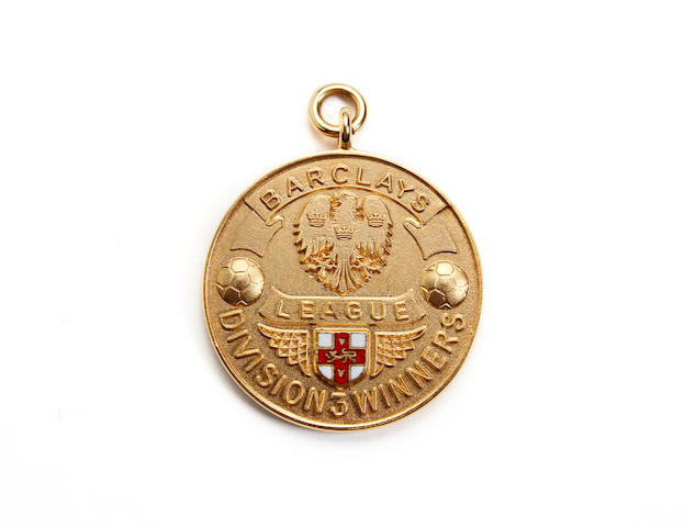 1987/88 Division three winners medal awarded to Sunderlands Viv Busby