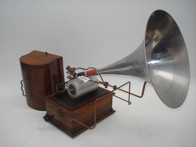 A good Pathe 'New Perfecta' phonograph,