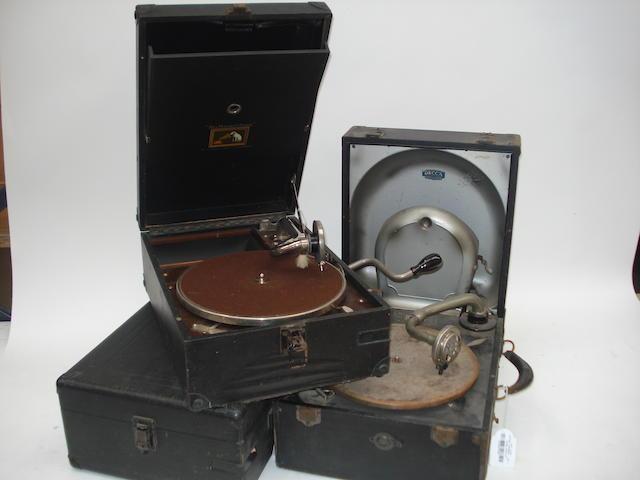 Portable gramophones: