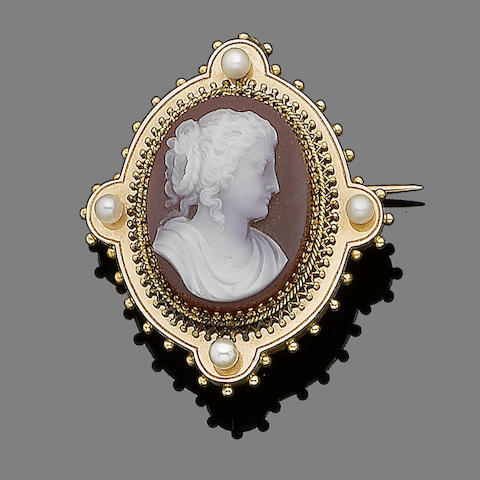 A late 19th century cameo brooch,