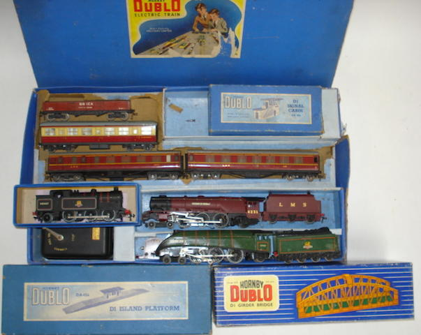 Collection of Hornby Dublo lot