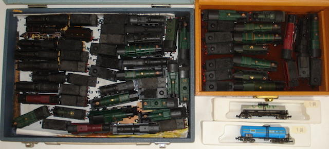N gauge locomotives, coaches and rolling stock approx 450