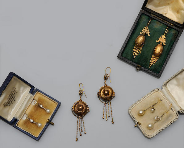Four pairs of earpendants (4)