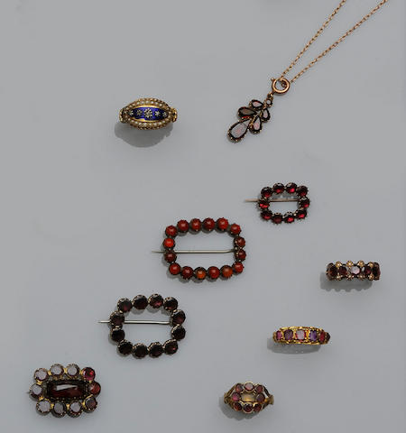 A collection of 19th century mourning jewellery (18)