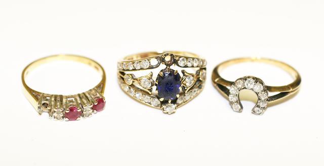 A diamond set horseshoe ring
