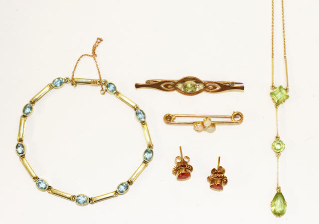 A small collection of Edwardian jewellery,