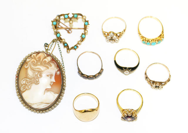 A small collection of antique jewellery,