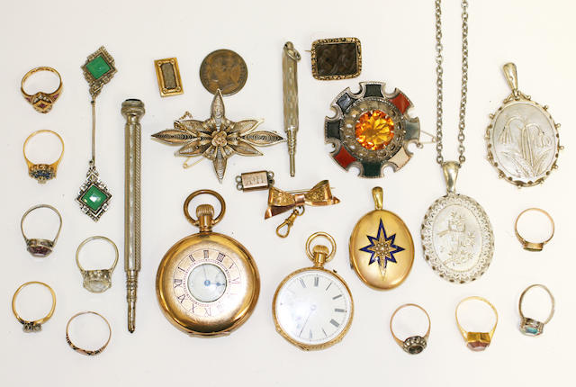 A mixed lot of assorted jewellery and costume jewellery