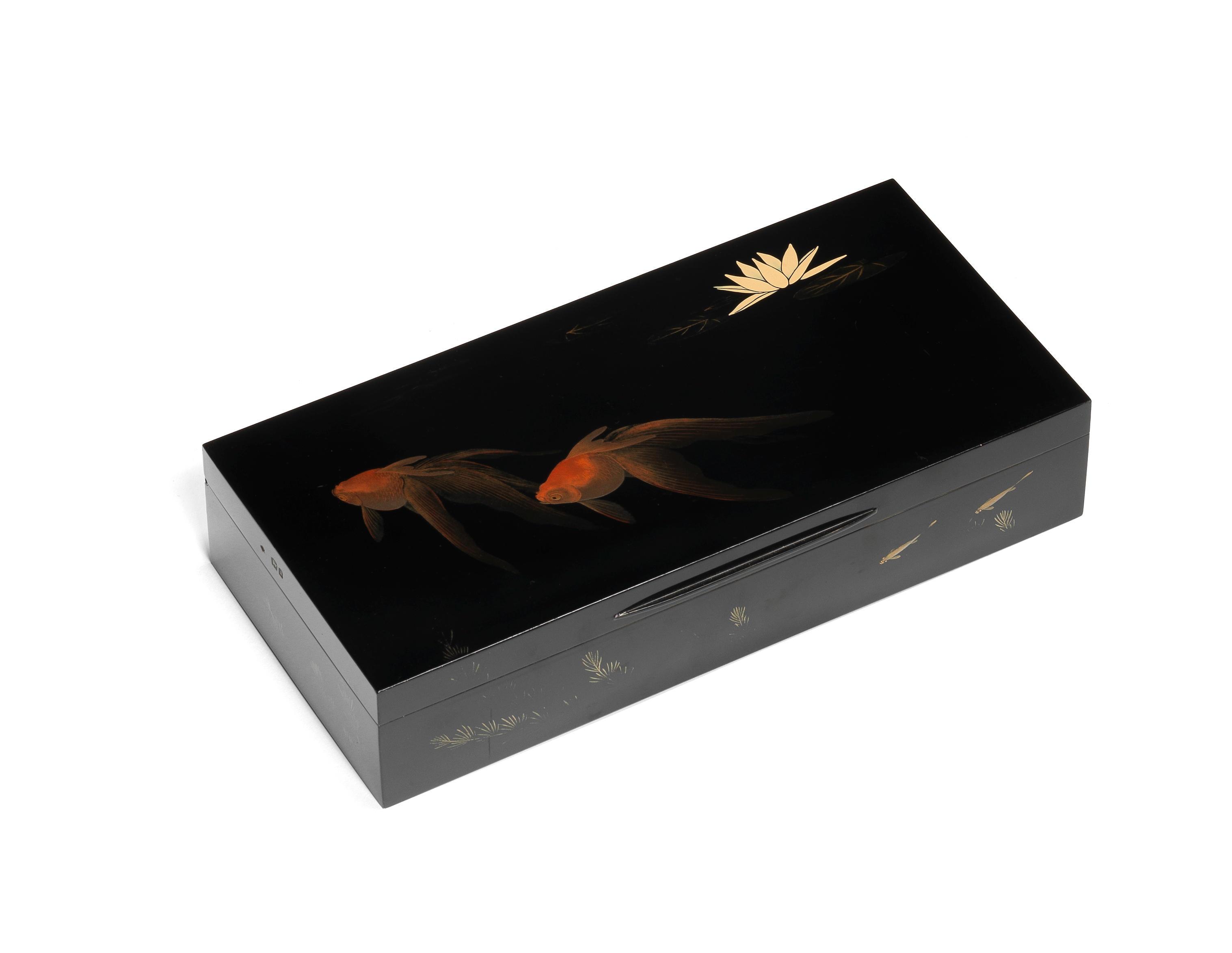 A black lacquer large cigarette box