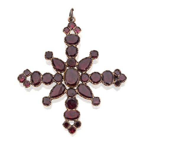 A garnet cross brooch/pendant
