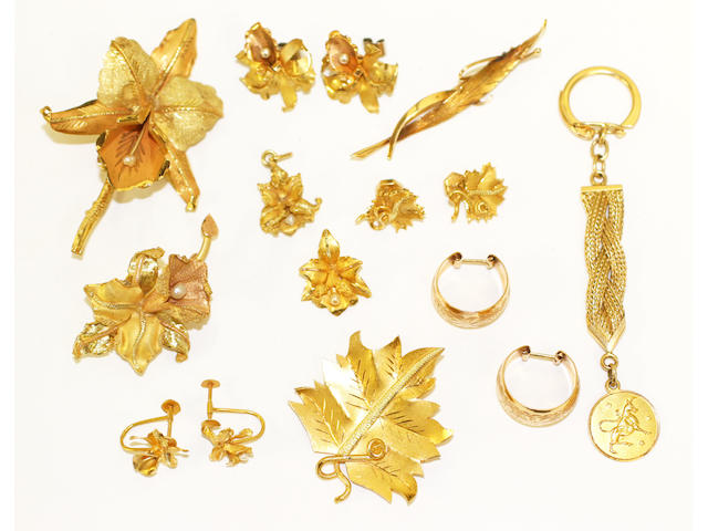 A matched suite of jewellery, (15)