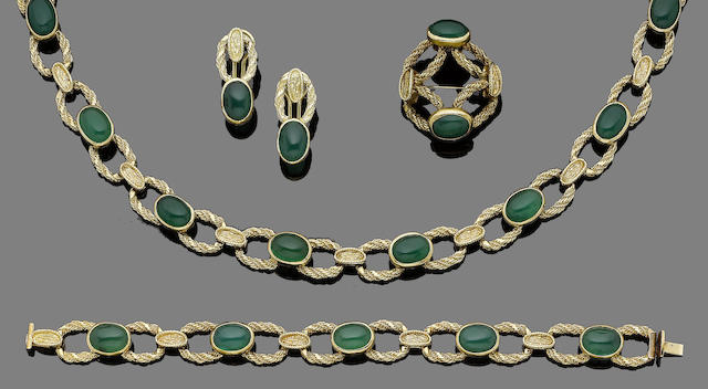 A chrysoprase, necklace, bracelet, brooch and earring suite (4)