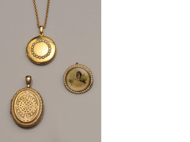 Three late 19th/early 20th century lockets/pendants (3)