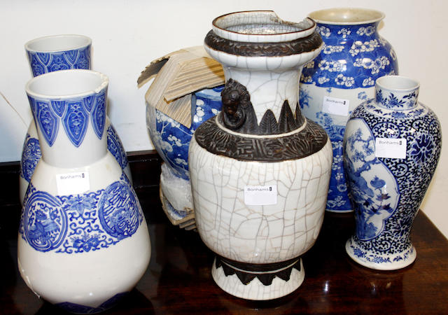 A pair of late 19th/early 20th Century Chinese blue and white vases,