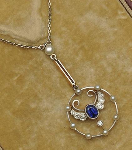 An Edwardian diamond, sapphire and pearl pendant necklace