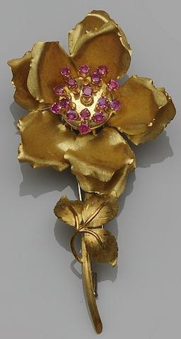 An 18ct gold ruby flower brooch