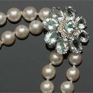 A cutltured pearl and aquamarine choker necklace