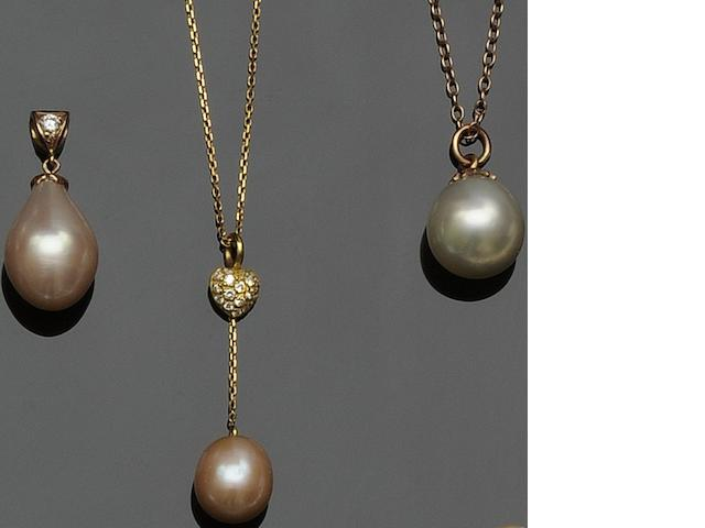 A collection of baroque pearl jewellery  (4)