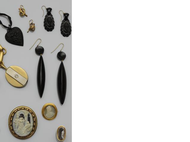 A collection of antique jewellery (15)