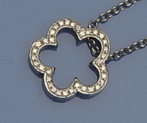 David Morris: An 18ct white gold diamond pendant on chain