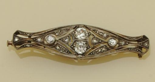 A diamond brooch and an emerald and diamond cluster ring (2)