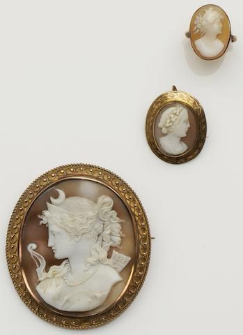 An oval shell cameo brooch (3)