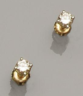 A pair of diamond single stone earstuds