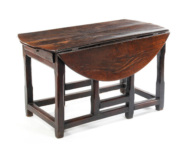 An oak gateleg table Circa 1700