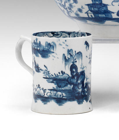 A good Lowestoft mug, circa 1765