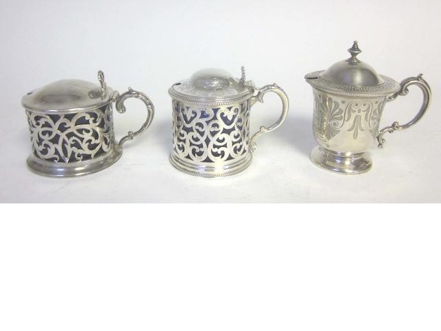 Three silver mustard pots,  (5)