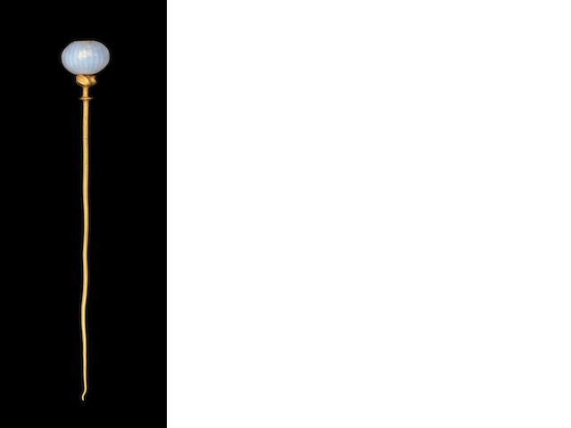 An Ancient Near Eastern gold and chalcedony pin