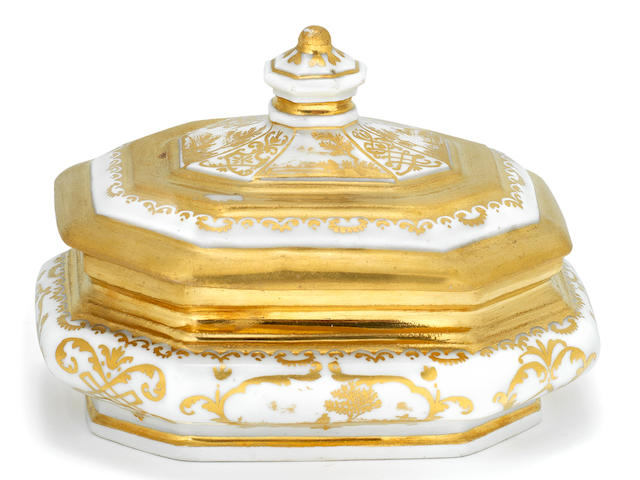 A rare Meissen Hausmaler octagonal sugar box and cover, circa 1725-30