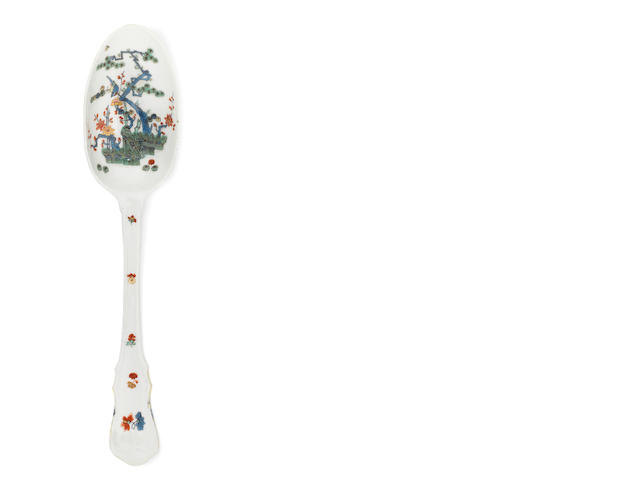 A large Meissen serving spoon, circa 1730-35