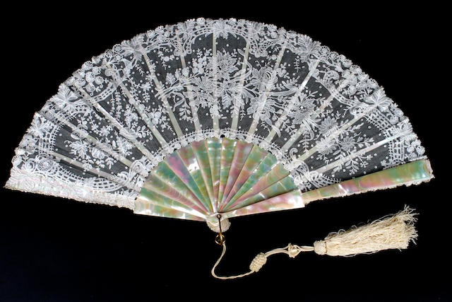 A large Chantilly fan with hand-painted silk insertion