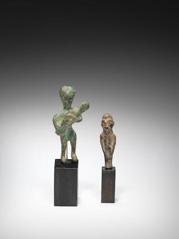 Two Near Eastern bronze figures 2