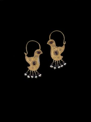 A pair of gold Fatimid earrings 10th century