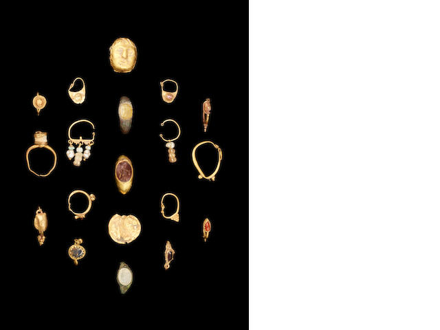 A group of Ancient jewellery 19