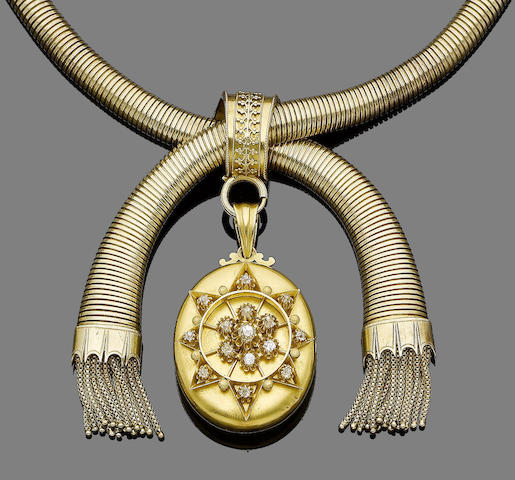 A locket pendant necklace,