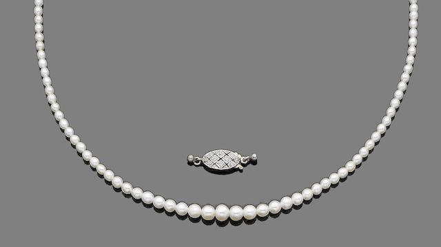 A pearl necklace and a diamond-set clasp (2)