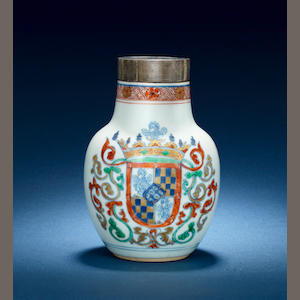 Flask with Sampaio e Melo coat of Arms. High 14,5 cm, Qing Dynasty, Qianlong period